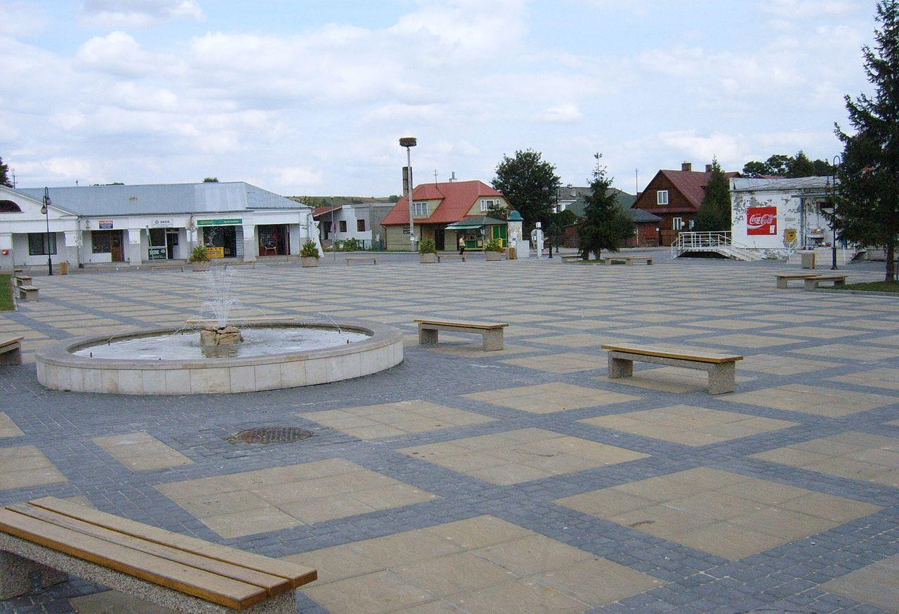 Plac Siekluckiego w centrum Krasnobrodu