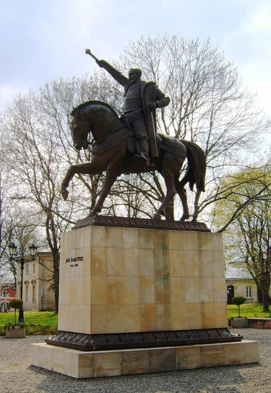 Pomnik Jana Zamoyskiego przed Pałacem Zamoyskich